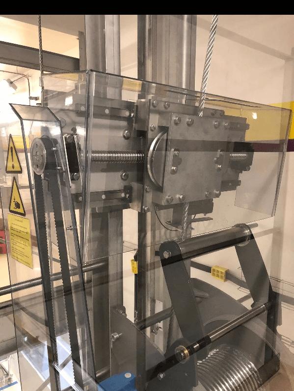 geleidelijk omhoog met aangepast liftkabel
